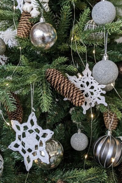 Winter tree ball decoration